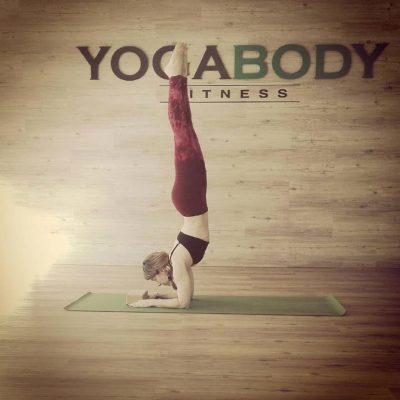Judith Secanell Yogabody Fitness Pincha Mayurasana